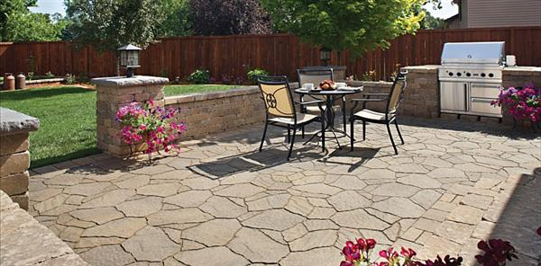 Concrete patio design ideas and pictures ayanahouse for Simple patio decorating ideas