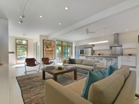 Rumah Modern dengan Dinding Luar Bermotif Kayu 10