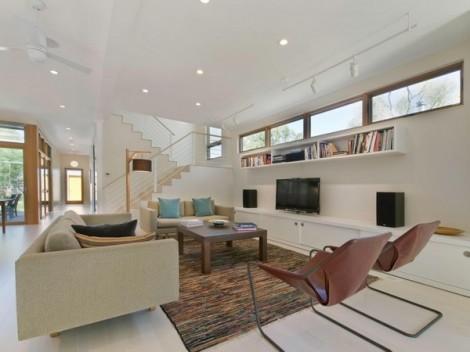 Rumah Artistik dengan Dinding Luar Bermotif Kayu 13