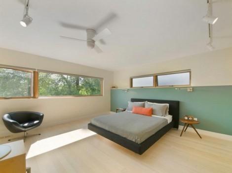Minimalist House dengan Dinding Luar Bermotif Kayu